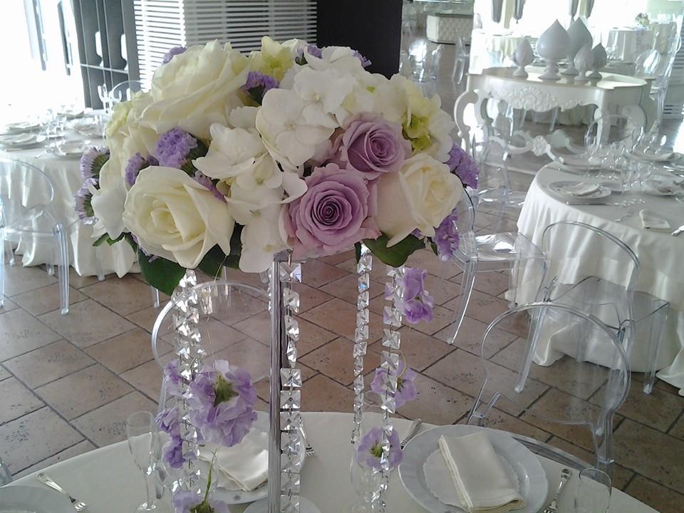 Decorazioni floreali per matrimoni addobbi sui tavoli sala ricevimenti - Composizioni floreali per tavoli ...